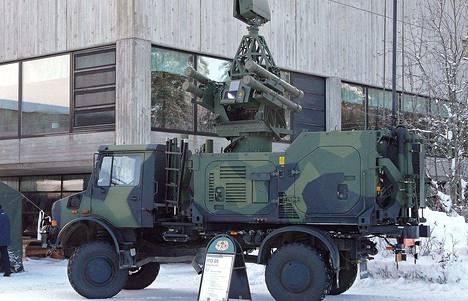Suomen hankkima versio Asrad-ilmatorjuntaohjusjärjestelmästä on asennettu kuorma-auton lavalle.