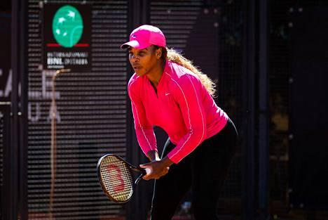 Serena Williams harjoitteli maanantaina Roomassa.