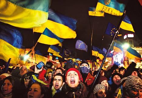Ukrainan poliittinen kriisi alkoi marraskuussa, kun presidentti Viktor Janukovytš yllättäen jäädytti EU-lähentymisen. Kolme kuukautta jatkuneet protestit ovat kääntyneet euromielisistä hallituksen ja korruption vastaisiksi. Väkivaltaiset yhteenotot alkoivat tammikuun puolivälissä.