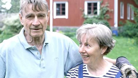 Mauno ja Tellervo Koivisto kuvattiin HS:n Kuukausiliitettä varten kesäpaikassaan Tähtelässä vuonna 2000.