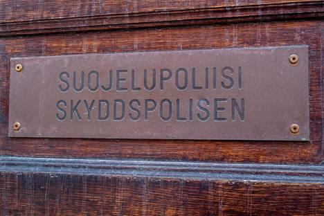 Suojelupoliisin rakennus sijaitsee Helsingin Punavuoressa Ratakadulla.