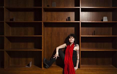 Kirjailija Katja Kettu kuvattuna vuonna 2012.