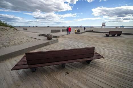 Pärnun hiekkarannoilla liikkumiseen ei ole annettu erityismääräyksiä turvaväleistä, koska matkustajamäärien odotetaan laskevan.