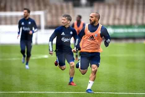 Kapteeni Nikolai Alhon (oik.) mukaan koko HJK:n joukkue sai hyvät tulokset kuntotesteissä pari viikkoa sitten. Hänen oma kuntonsa on parempi kuin viime kaudella.