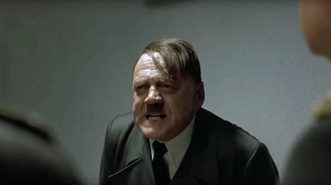 Suositut Hitler-meemit perustuvat Perikato-elokuva kohtaukseen, jossa Bruno Ganz esittää raivostunutta Adolf Hitleriä.