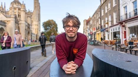 """Cambridgen pääsykokeissa Juha Hovintalo puhui lukemistaan kirjoista. """"Muistaakseni ainakin Eric Hobsbawmista ja Christopher Clarkin Sleepwalkersista."""""""