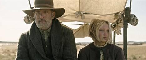 Elokuvan toinen päähenkilö on orvoksi jäänyt Johanna Leonberger (Helena Zengel), jota kapteeni Kidd lähtee saattamaan sukulaistensa luo.