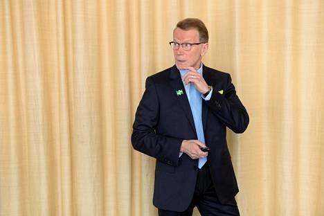 Pääjohtaja Pentti Hyttinen Metsähallituksen tiedotustilaisuudessa Helsingissä helmikuussa.