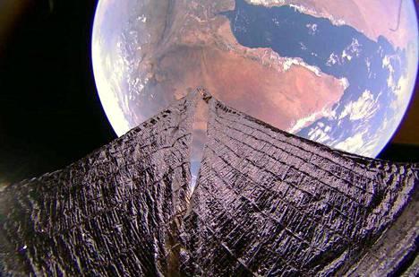 Afrikan sarvi ja Adeninlahti erottuvat selvästi kuvassa, jonka Lightsail2:n kamera otti noin 720 kilometrin korkeudelta 19. tammikuuta 2020.