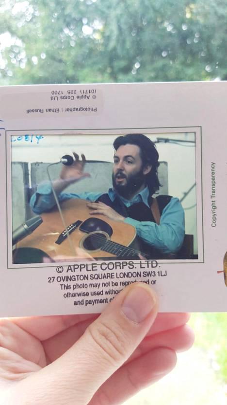 Dioissa näkyy Apple Corps -yhtiön leimoja. Ovatko ne tae alkuperäisyydestä vai sittenkin siitä, että kyse on aikoinaan laajasti levitetystä lehdistömateriaalista?