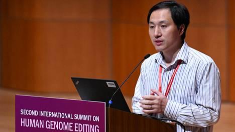 Jiankui He esiintyi Hongkongissa järjestetyssä lääketieteen alan konferenssissa keskiviikkona.
