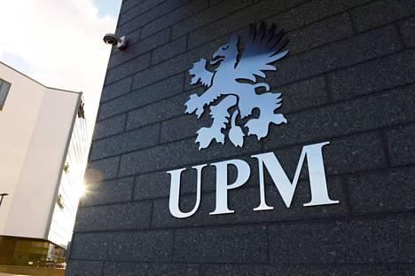 Metsäyhtiö UPM:n logo on taidemaalari Hugo Simbergin suunnittelema aarnikotka, jonka hän piirsi aikoinaan Kymmene Aktiebolagille vuonna 1899.