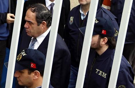 Turkin ilmavoimien komentaja Ibrahim Firtina (vasemmalla ylhäällä) pidätettiin helmikuussa 2010 epäiltynä osallisuudesta vallankaappaukseen.