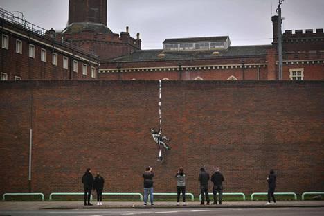 Banksyn työ on herättänyt paljon kiinnostusta.
