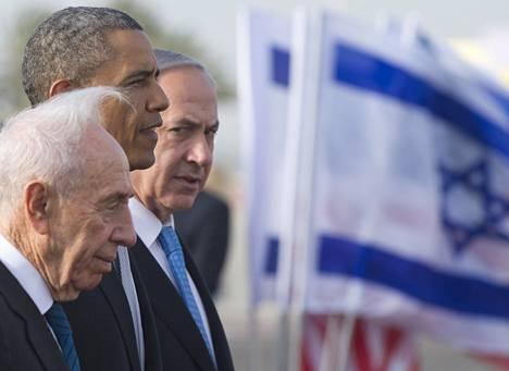Israelin presidentti Shimon Peres ja pääministeri Benjamin Netanjahu seurasivat Yhdysvaltain presidentin Barack Obaman läksiäisseremoniaa perjantaina.