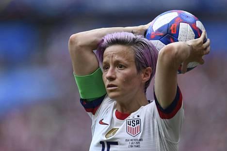 Megan Rapinoe on Yhdysvaltojen naisten jalkapallomaajoukkueen tähtipelaajia.
