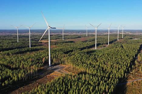 Santavuoren tuulivoimapuisto Ilmajoella, Etelä-Pohjanmaalla valmistui kesällä 2016. EPV:n omistamaan kokonaisuuteen kuuluu 17 kappaletta 3,3 megawatin voimaloita.