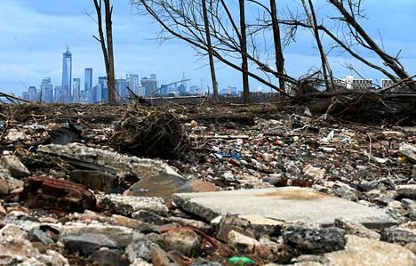 Sandy-myrskyn tuomaa rojua oli newyorkilaisella rannalla yhä tämän kuun alussa.