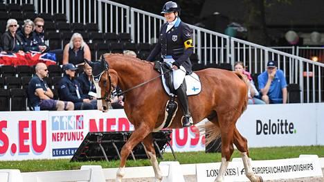 Katja Karjalainen osallistui hevosensa Doolittlen eli Toopen kanssa viime elokuussa Rotterdamissa järjestettyyn kilpailuun.