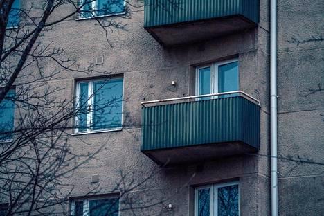 Kuusikerroksisen talon jokaisessa kerroksessa oli useita soluhuoneita sekä pienemmät asunnot kerrosten päädyissä.