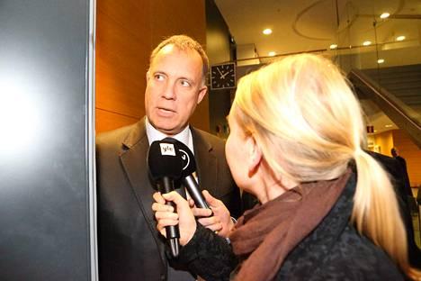 Oikeustieteen tohtori Kari Uoti tammikuussa 2014 erään oikeudenkäynnin tauolla Helsingin käräjäoikeudessa.