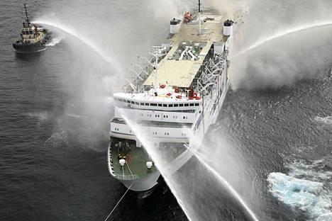 Sammutus- ja pelastustyöt Pella-aluksella jatkuvat edelleen.