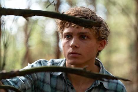 Nuorta Pawelia näyttelee Hubert Milkowski. Sarjasta kannattaa valita Netflixin ääniasetuksista alkuperäinen puolankielinen versio.