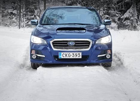 Sininen väri voi olla seuraava hitti. Kuvassa Subaru Levorg.