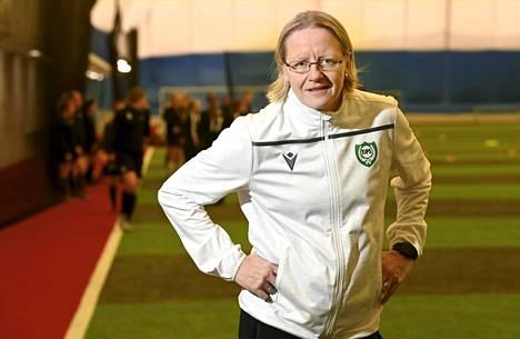 Tikkurilan Palloseuran Pauliina Miettinen on toinen Kansallisen liigan kahdesta naispäävalmentajasta.