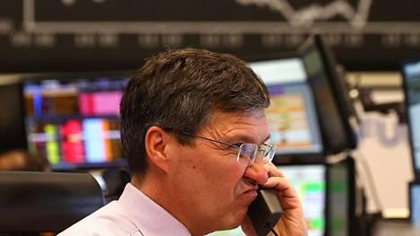 Pörssimeklari seurasi kurssitilanteen kehittymistä Frankfurtin pörssissä. Kuva maanantailta.