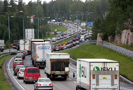 Nettikauppa tuo lisää kuljetusautoja liikenteeseen.