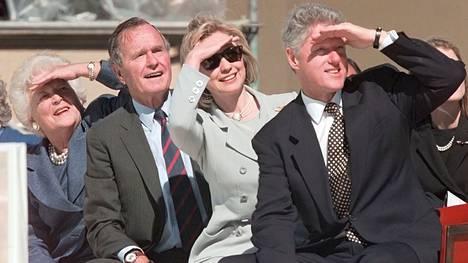 Miksi Bushit äänestäisivät Hillary Clintonia?