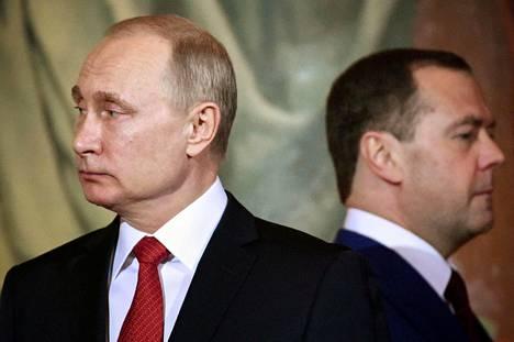 Vladimir Putin aloittaa maanantaina neljännen kautensa Venäjän presidenttinä. Dmitri Medvedevin hallitus eroaa, mutta Medvedev johtaa todennäköisesti myös seuraavaa.