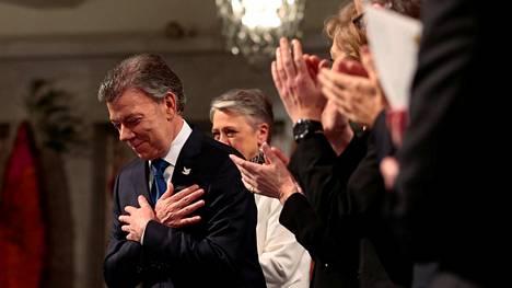 Kolumbian presidentti Juan Manuel Santos vastaanotti vuoden 2016 Nobelin rauhanpalkinnon lauantaina Oslossa.
