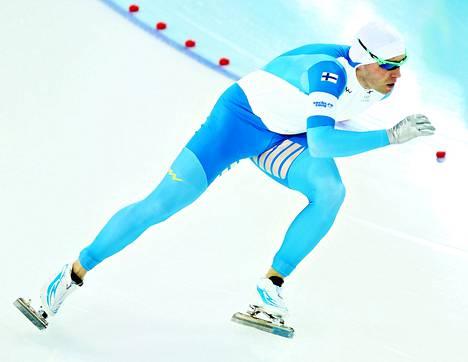 Mika Poutala oli tyytymätön suoritukseensa miesten 500 metrin pikaluistelussa.