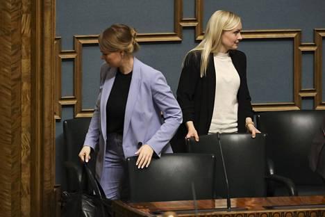 Valtiovarainministeri Katri Kulmuni (kesk) ja sisäministeri Maria Ohisalo (vihr) eduskunnan kyselytunnilla torstaina.