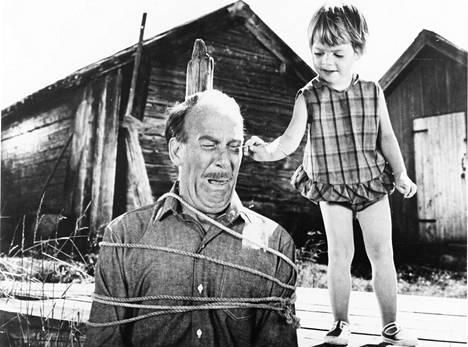 Vuoden 1966 elokuvassa Saariston lapset merirosvoina nähtiin Melker-setä (Torsten Lilliecrona) ja Ninni (Kajsa Dandenell).