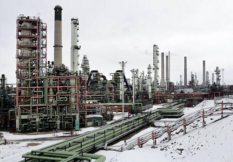 Nesteen Porvoon jalostamo Sköldvikissä. Uusi jalostamo sijoitetaan Porvoon sijasta Rotterdamiin.