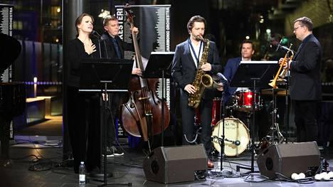 Umo Helsinki Ensemble ja laulaja Annimaria Rinne