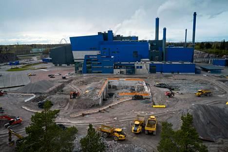 Maakaasusta luopuakseen Vantaan energiayhtiö on solminut yhteistyösopimuksen teknologiayhtiö Wärtsilän kanssa synteettisen biokaasun tekemisestä Långmossebergenin jätevoimalassa