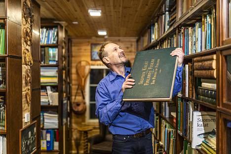 Kirjastohanke alkoi vuonna 2016, kun Ari Savikko perusti Suomen kalakirjasto -yhdistyksen.