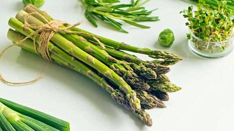 Folaattia on paljon muun muassa maksassa, mutta myös kasviksissa, kuten parsassa, pinaatissa, parsakaalissa, lehtikaalissa ja herneissä.