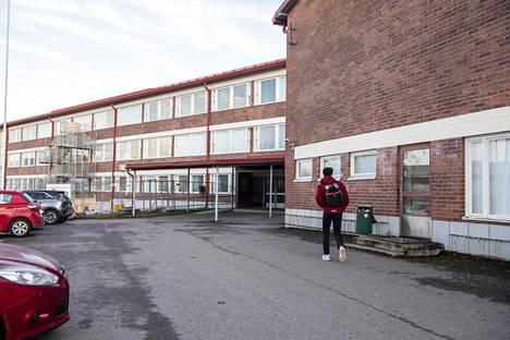 Mäkelänrinteen lukiota peruskorjataan ja laajennetaan. Viereen nousee myös uusi urheilun harjoitushalli ja asuinkerrostalo opiskelijoille.