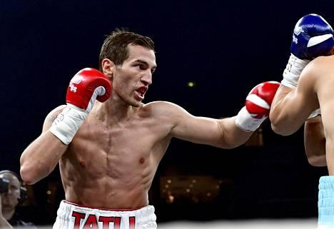 Edis Tatli palasi nyrkkeilykehään. Kuva joulukuulta 2016.
