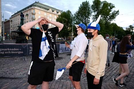 William, Kasper ja Elias pelin päättymisen jälkeen.