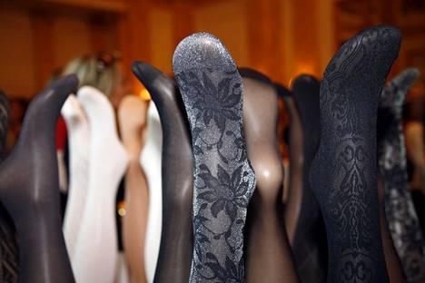 Amarin ja Norlynin uusimpia sukkahousumalleja esiteltiin Helsingissä toukokuussa 2006.
