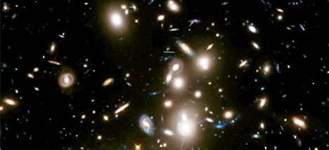 Avaruusteleskooppi Hubblen ottamassa kuvassa näkyy galakseja jopa yli 12 miljardin vuoden takaa.