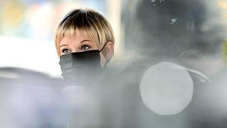 Tiede- ja kulttuuriministeri Annika Saarikko (kesk) saapui hallituksen puoliväliriihen toisen päivän neuvotteluihin Säätytalolla torstaina.