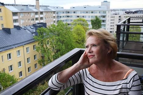 """Helsinki herätti aikoinaan nuoren, Kotkasta pääkaupunkiin muuttaneen Raija-Sinikka Rantalan. """"Valveuduin yhteiskunnallisesti pian"""", kokenut teatterinjohtaja kertoo."""