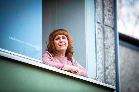 Heidi Puumalainen kuuluu koronaviruksen riskiryhmään vaikeahoitoisen astman takia. Hän elää nyt itsemäärätyssä karanteenissa kotonaan Tuusulassa.